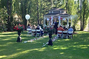 Gibson Mansion - intimate wedding venue :: Offering small wedding packages starting at just $400 (Nov-April) or $600 (May-Oct). Gorgeous Missoula wedding venue for outdoor ceremonies with gazebo and gardens.