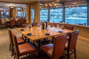 Finn & Porter Restaurant in the DoubleTree Hotel : We offer a variety of healthy options, snacks, gourmet food and delicious a la carte items. You'll be impressed with our signature cocktails, wines and draft beers on tap.