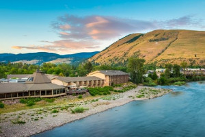 DoubleTree by Hilton - downtown Missoula : Overlooking the Clark Fork River, you'll savor the plush bedding, double vanities, and famed dining at our Finn & Porter Restaurant. Pet friendly and just 3 blocks to U of M.